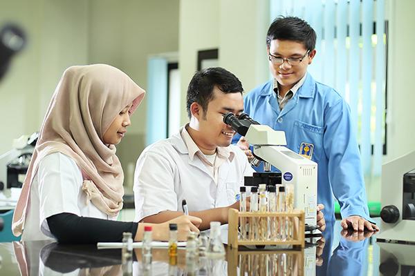 Dokter Bintang Lima Plus dari Universitas Islam Indonesia