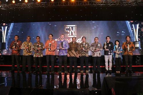 UII Terima Anugerah Emas SNI Award 2018