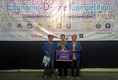 Mahasiswa UII Raih Juara Debat Ekonomi Tingkat Pulau Jawa