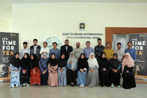 Gathering Tea Time Sebagai Ajang Diskusi Mahasiswa Internasional UII