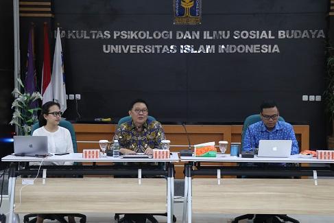 INDEF School of Political Economy Berlangsung di UII