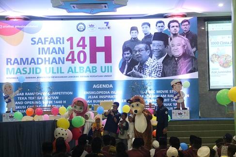 SAFIR UII Berbagi Kasih dengan 1000 Anak Yatim