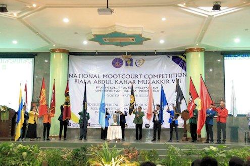 Kompetisi Peradilan Semu Piala Abdul Kahar Mudzakkir ke-8 Digelar