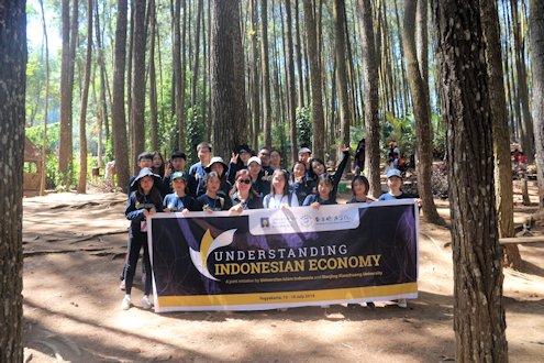 Mahasiswa Tiongkok Antusias Belajar Ekonomi Indonesia di UII