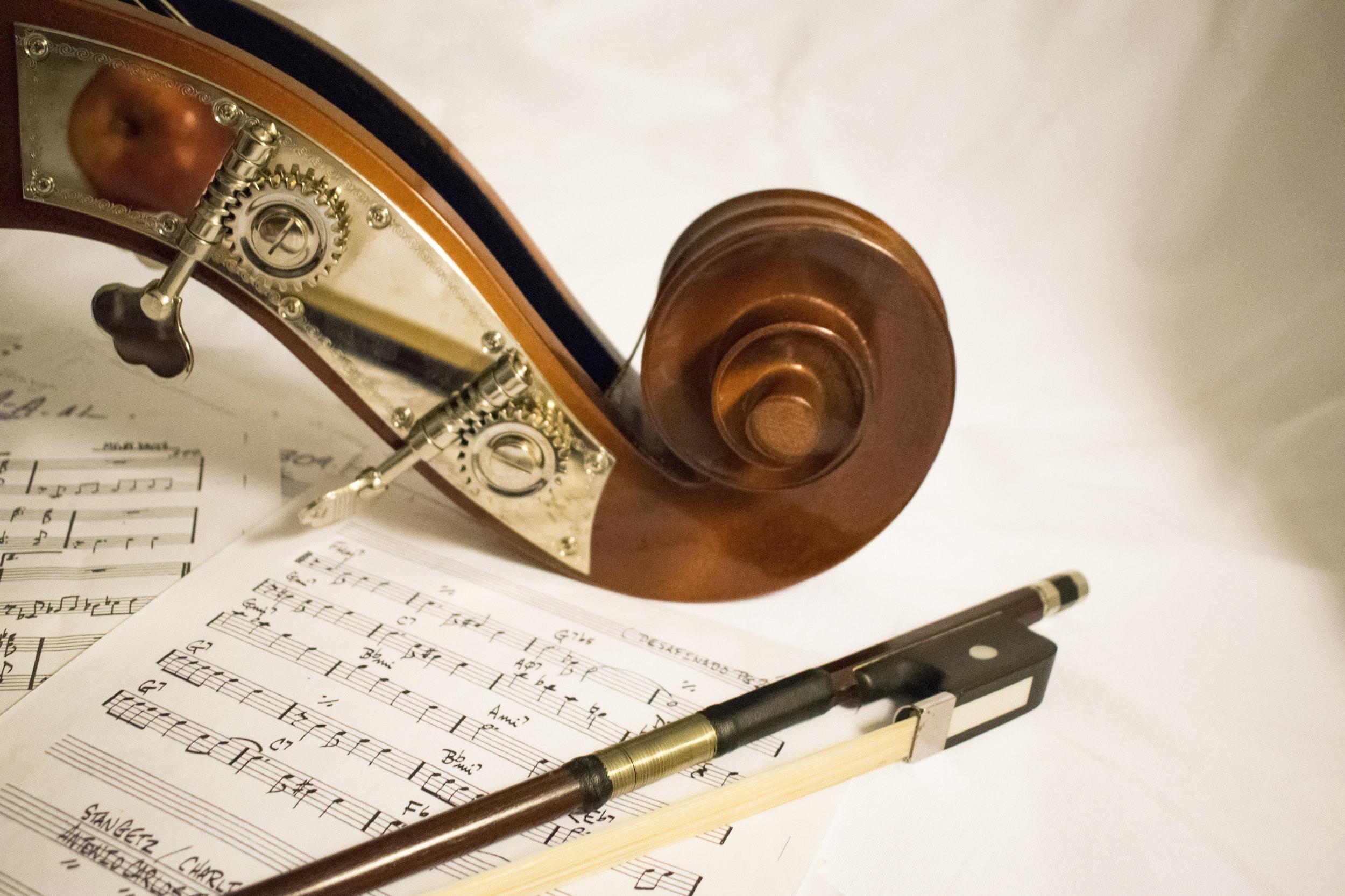 Berdiri di Tengah, Mainkan Orkestrasi Indah