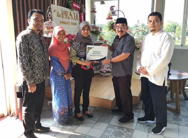Mahasiswa UII Terima Beasiswa Dari Bank BPD DIY Syariah