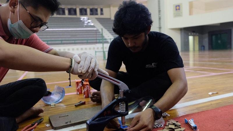 Perangi Covid-19, Mahasiswa UII Sediakan APD untuk Tenaga Medis